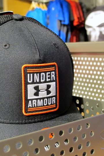 Under Armour memulai debutnya di Jakarta pada tanggal 12 Maret 2016 dengan  membuka toko pertamanya seluas 260m2 di Mall Kelapa Gading 2. 7b4ba30d95